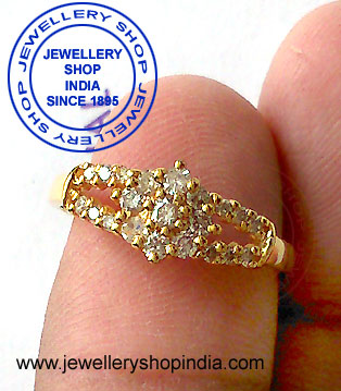 Diamond Ring for Ladies in Gold